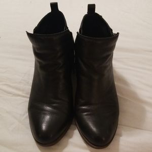 Lucky Brand Basel Ankle Bootie 9W